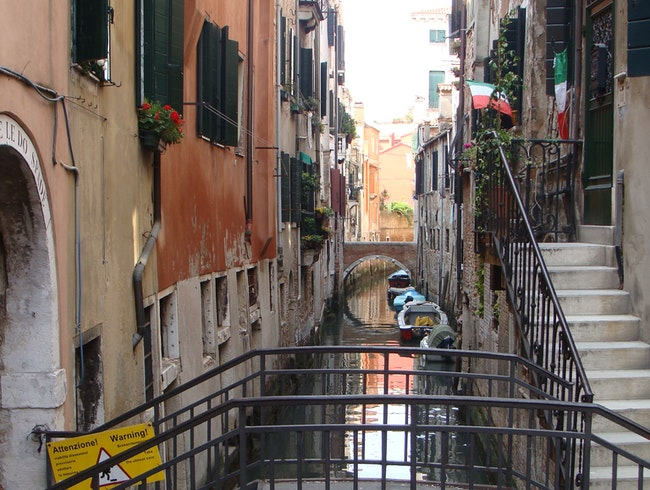 "Exploring the ""Side"" Canals of Venice"