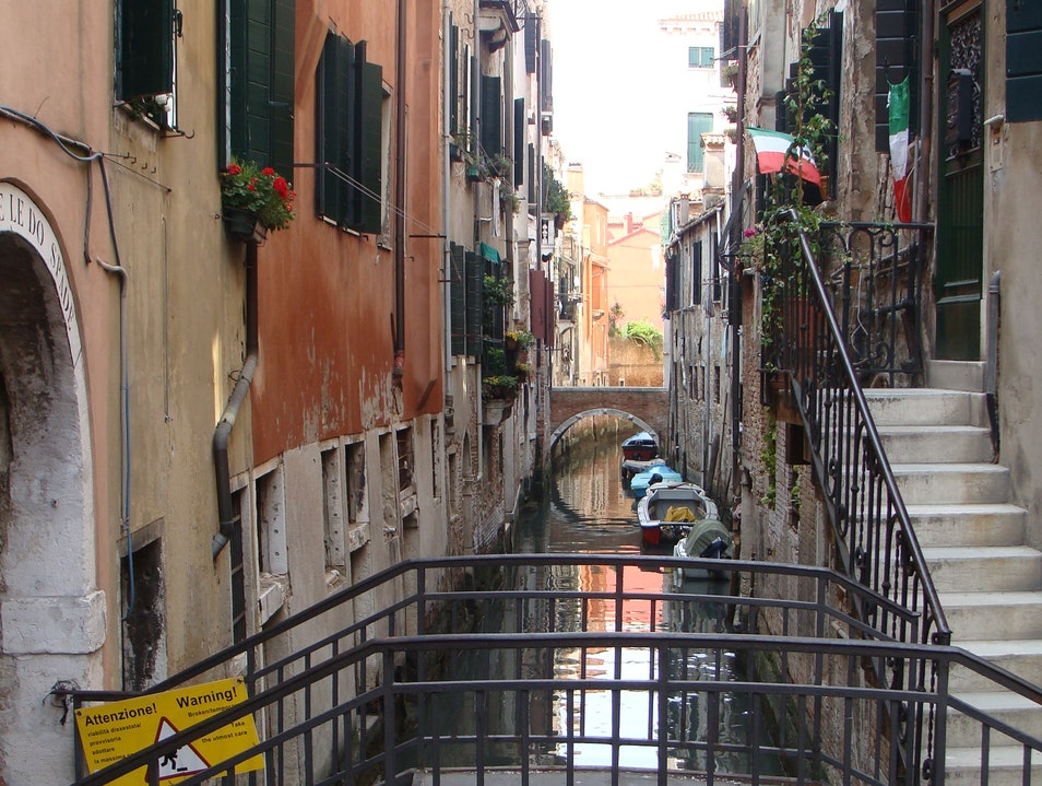 """Exploring the """"Side"""" Canals of Venice"""