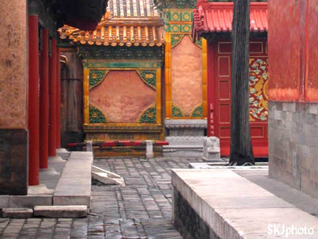 Discovering the Forbidden City: No Map Required