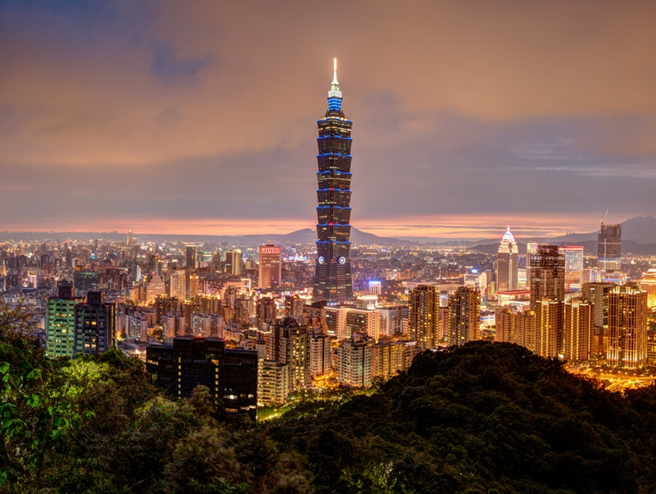 15-Minute Hike to The Best View in the City Taipei  Taiwan