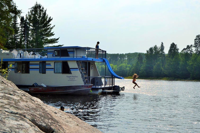 How to Take a Houseboat Vacation