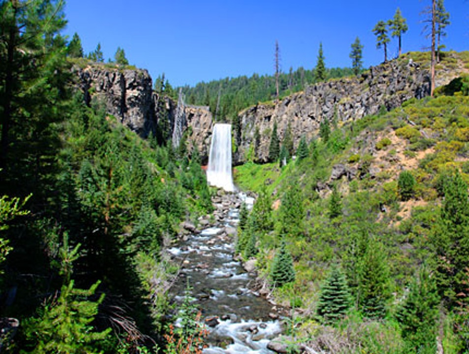 Hiking to Tumalo Falls in Bend, Oregon