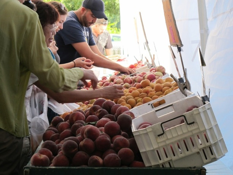 Go Local at the Sunday Farmers' Market