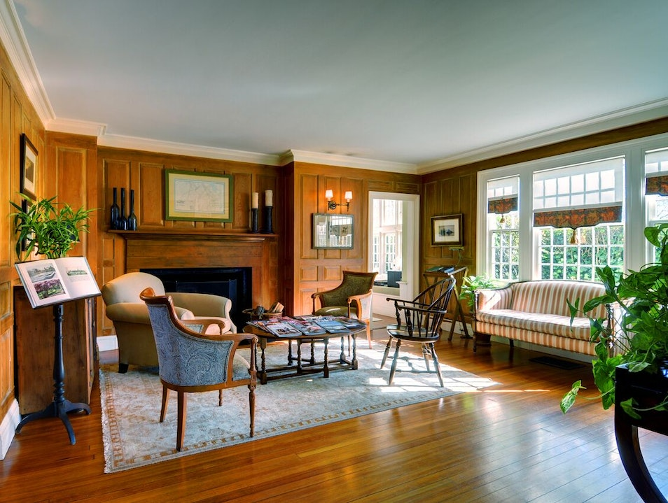 The Baker House 1650: Your Quintessential Historic Hamptons Retreat