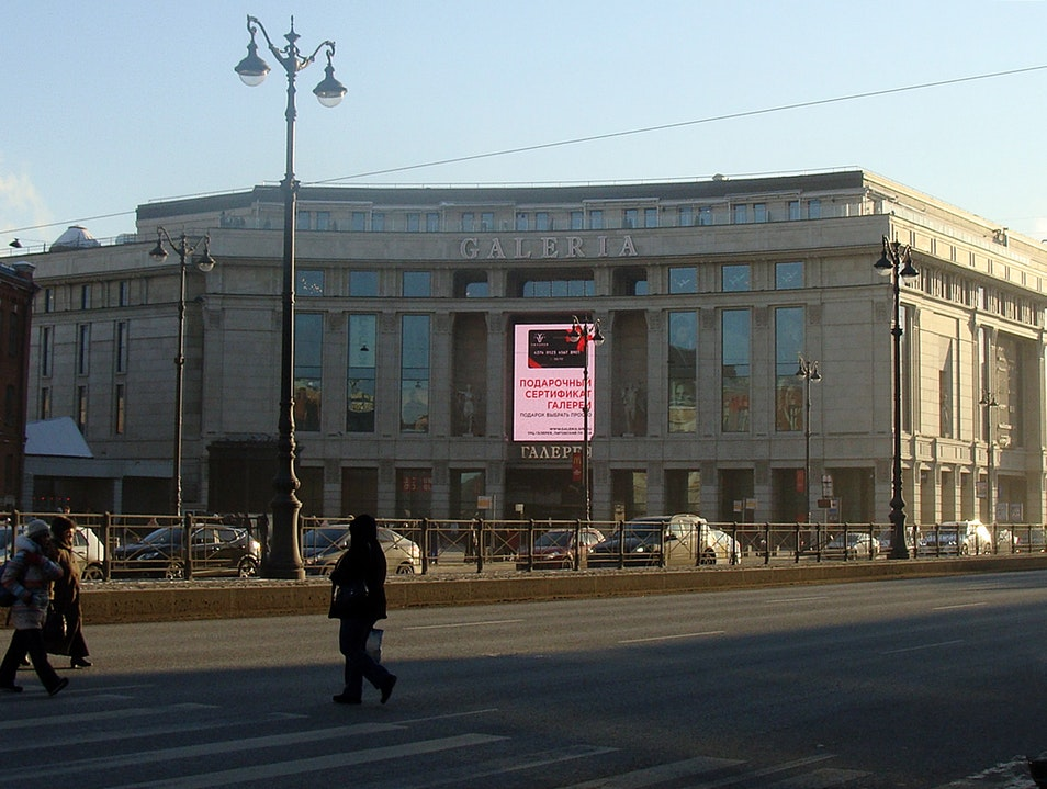 A huge shopping center  St. Petersburg  Russia