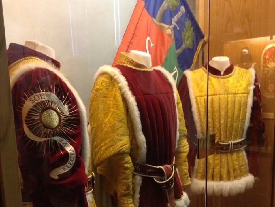 Live the Palio of Siena visiting one Contrada
