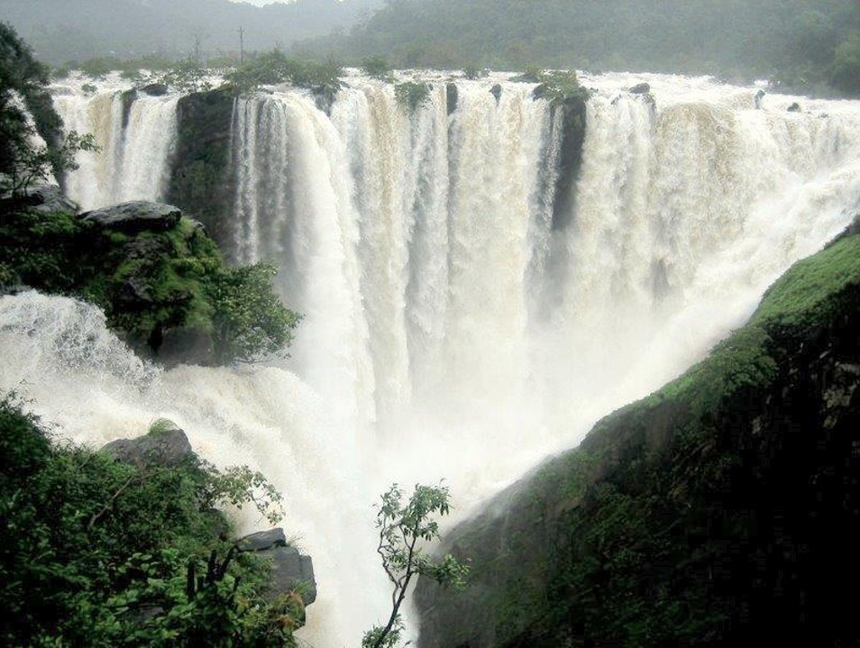 Jog Falls - A gushing waterfalls nestled in Western Ghats