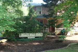 River's Edge Cafe Bed & Breakfast
