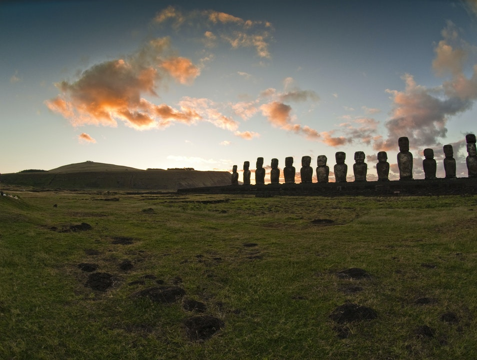 Ahu Tongariki at Sunrise Isla de Pascua  Chile