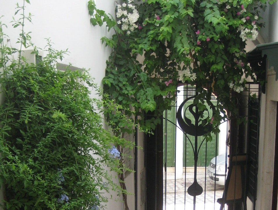The warmth of the Past of the Medina of Tunis,in a charming Hotel.