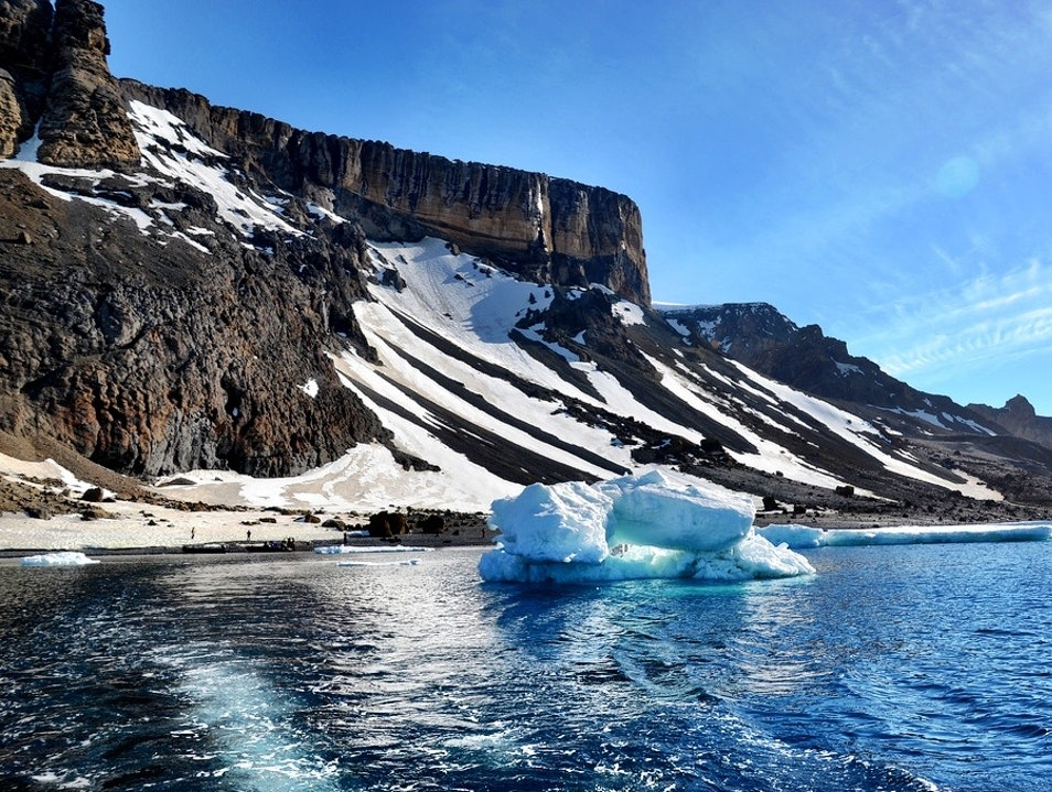 Landing on the Antarctic Continent