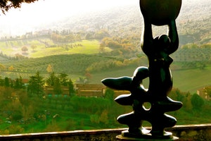 SAN GIMIGNANO, ITALY / VIEW FROM WITHIN AND BEYOND