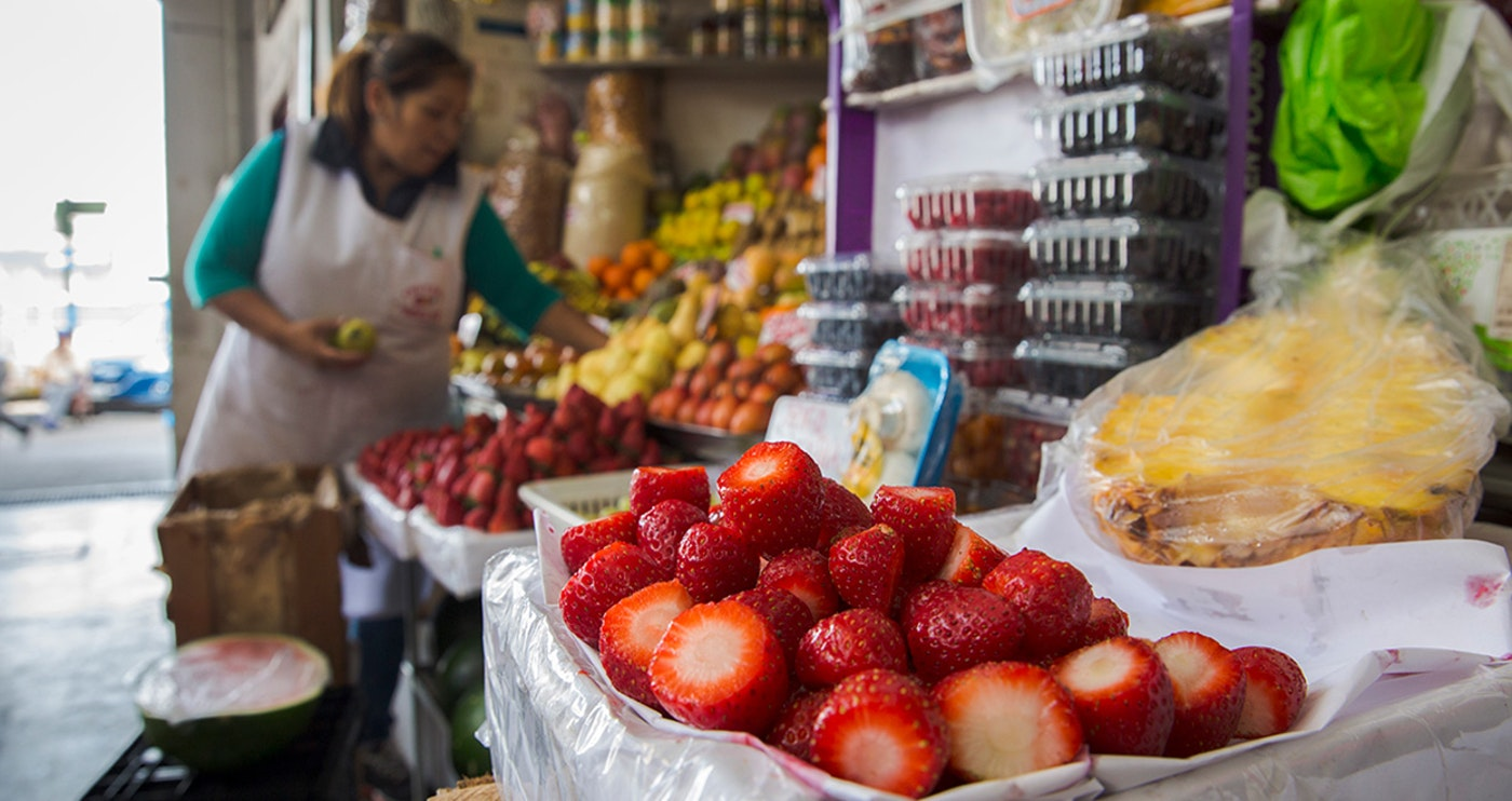 Original peru lima best bite tour market fruit vendor strawberries   2018  mg 8187 lg rgb.jpg?1562084281?ixlib=rails 0.3