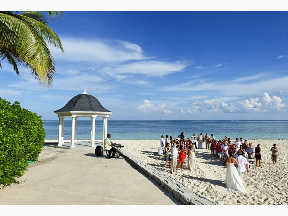 Celebrate Your Love in the Bahamas