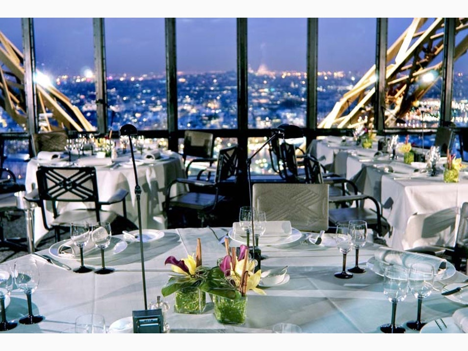 Dining with Paris at Your Feet